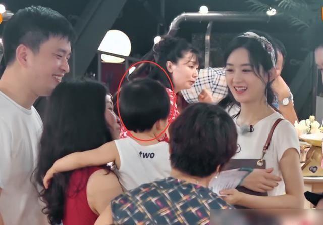 妈妈|赵丽颖中餐厅成孩子王,不愧是当妈妈的人了,这么招小孩子喜爱