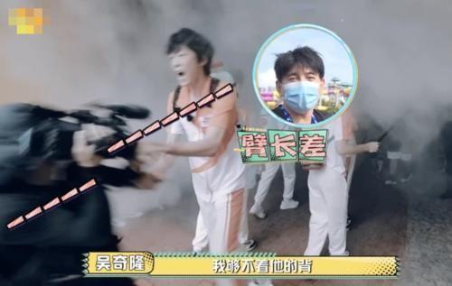 张国伟|吴奇隆被抓住了,现场过于敬业惨遭保安按倒,一旁导演急忙解释