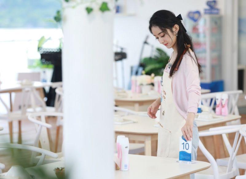 姐姐|受黄晓明邀请参加《浪姐2》,赵丽颖当场拒绝,直言:我不敢