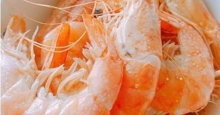 『有人』煮虾时,有人放盐,有人放生姜,多加2样,虾肉鲜嫩无腥味